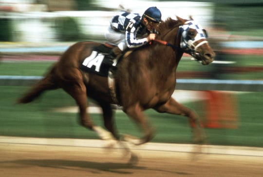 Jockey Ron Turcotte guides Secretariat toward the finish line to win the 1973 Kentucky Derby.