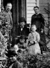 A closeup view of Assauer family.