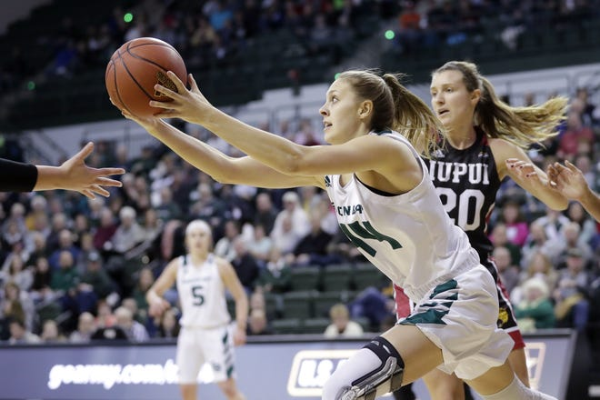 UWGB forward Anna Dier (44) averaged a career-high 5.8 points and 2.2 rebounds in 2019-20.