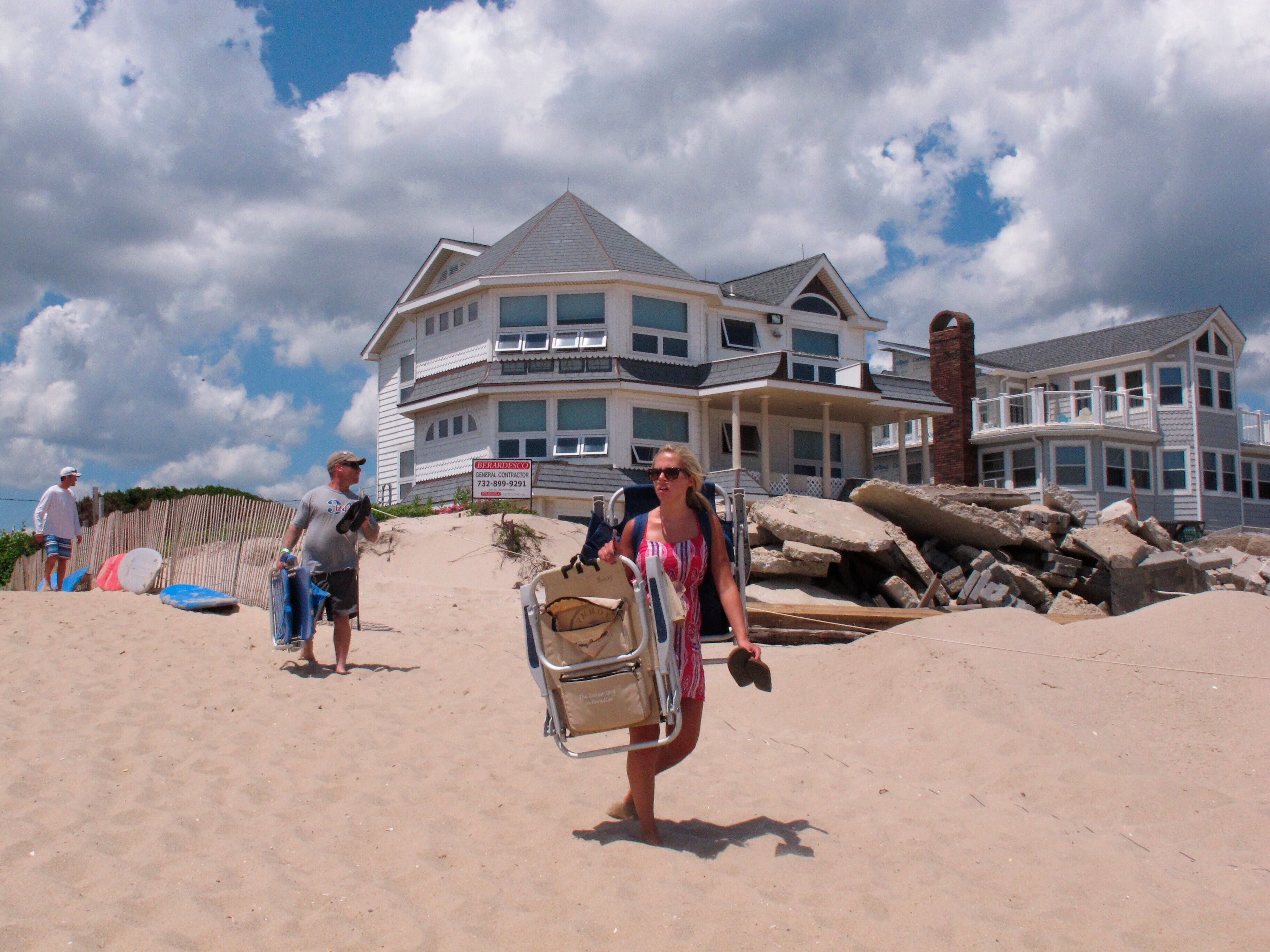 N J Governor Public Beaches On Jersey Shore Must Reopen To All
