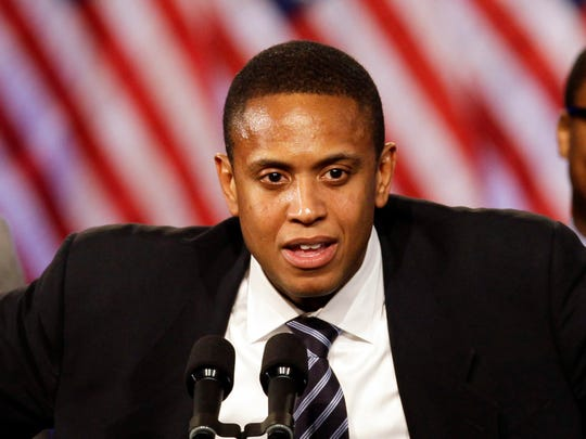 """In this April 14, 2011, file photo, a former Iowa Hawkeyes and Chicago Bulls player B.J. Armstrong speaks for President Barack Obama at a fundraising kickoff event at Navy Pier in Chicago. Armstrong, who won three NBA titles with the Chicago Bulls from 1991-93, talks about the ESPN documentary """"The Last Dance"""" on the Michael Jordan dynasty."""