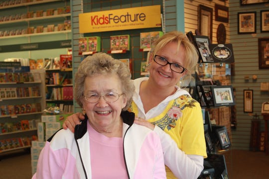 Christian comedian Chonda Pierce, right, with her mother, Virginia Farless, in 2011, the year before Farless passed away at age 86