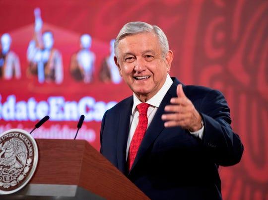 Fotografía cedida este lunes por la presidencia de México, que muestra al presidente Andrés Manuel López Obrador, durante una rueda de prensa en Palacio Nacional de Ciudad de México.