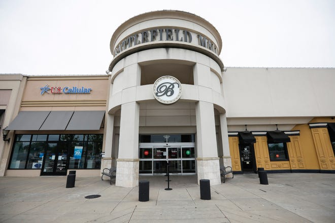 The entrance of the Battlefield Mall in Springfield.