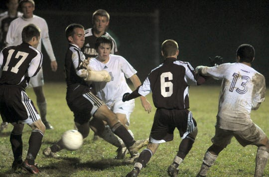 HCHS's Brandon Potts tries for the shot under heavey Madisonville cover durng their district championship game in Union County Wendsday night, October 14, 2009. (Gleaner photo by Darrin Phegley • 831-8375 or dphegley@thegleaner.com)