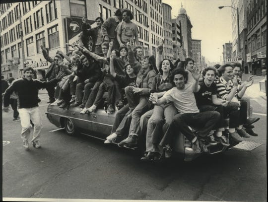 Minutes after Marquette University's victory in the semifinals of the NCAA basketball tournament in 1977, several thousand cheering students were racing along Wisconsin Avenue toward the Lakefront and a pep rally.
