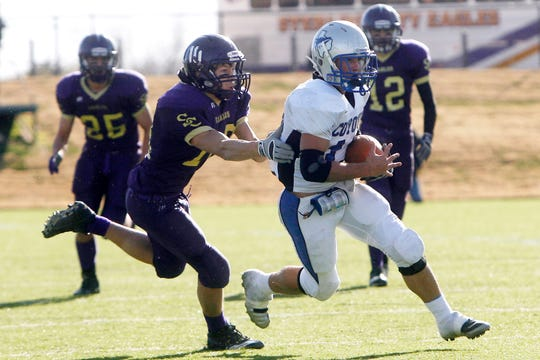 Richland Springs' Chance Bush runs past Sterling City's defense in the 2010 state final.