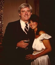 """Marlo Thomas snuggles up to the man she became smitten with after appearing on """"The Phil Donahue Show"""" in 1977."""
