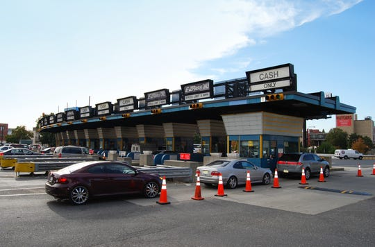 Cash lanes on the Ben Franklin Bridge shown here and on other Delaware River Port Authority bridges will reopen Monday morning.  Protective measures against the coronavirus have been instituted  on the cash lanes for the safety of toll collectors and drivers.