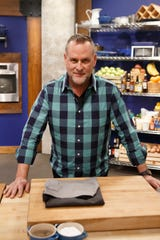 "Comedian and actor Dave Coulier is recruited as a contestant on Food Network's ""Worst Cooks in America: Celebrity Edition,"" which premiers Sunday."