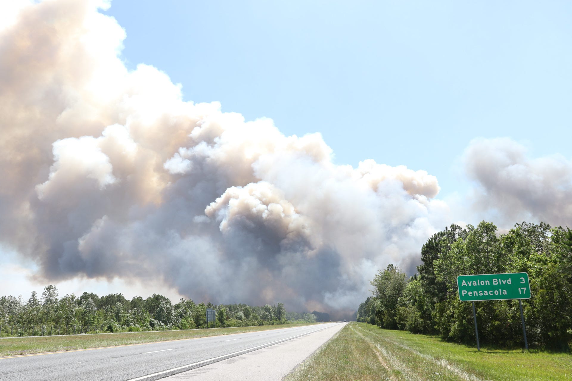 Five Mile Swamp Fire in northwest Florida rages out of control, forcing evacuations and partial closure of Interstate 10