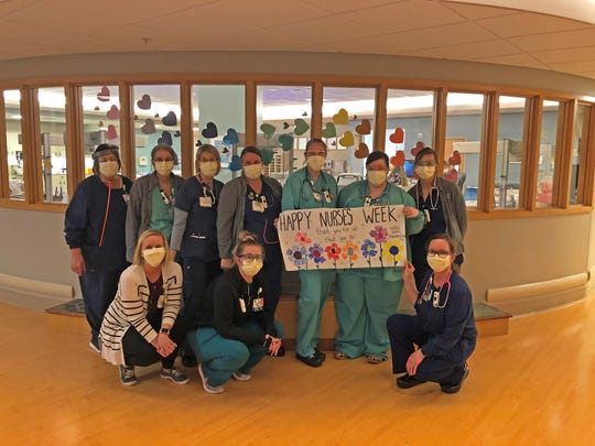 Area children share their thanks with MercyOne nurses.