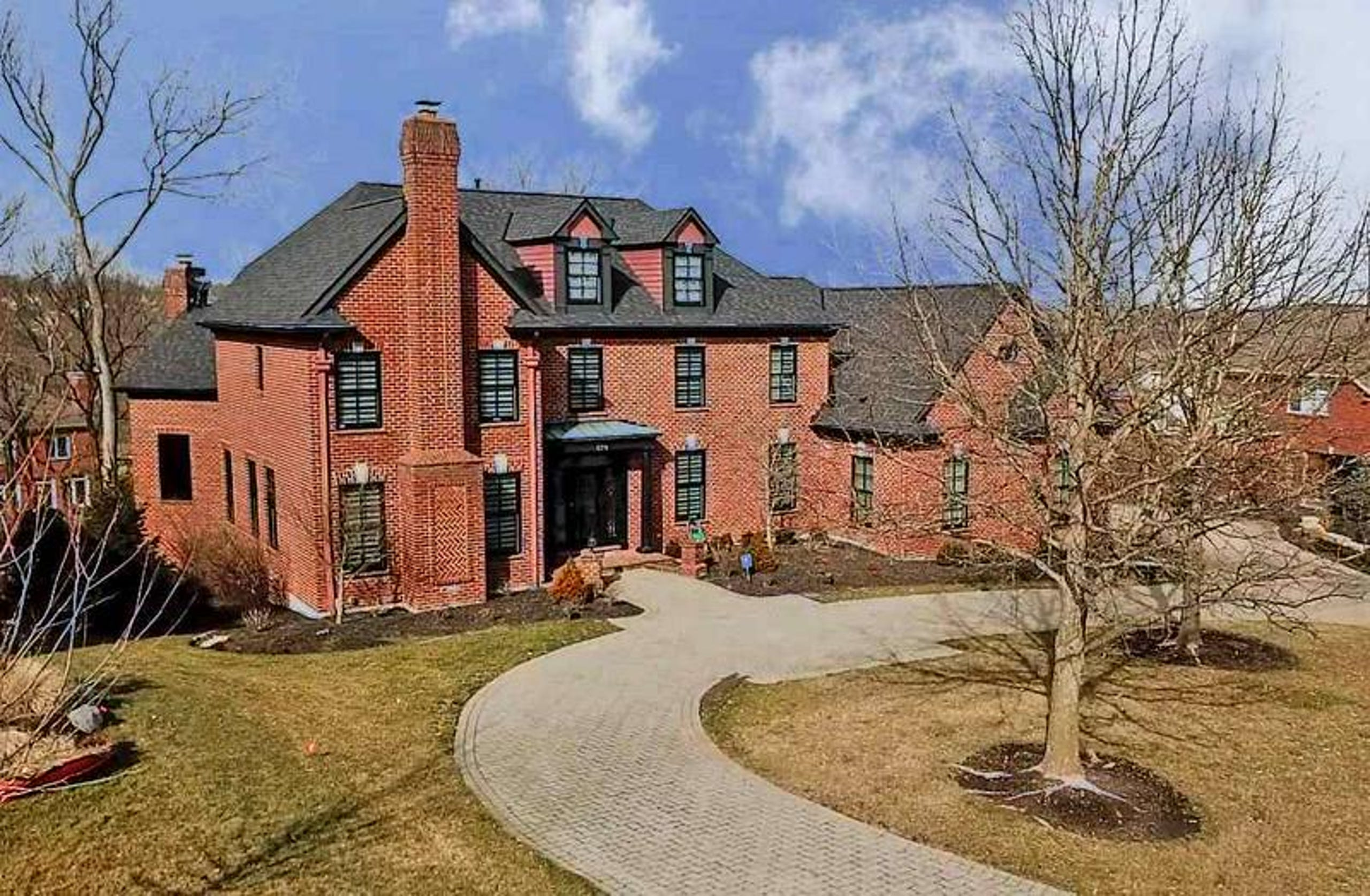Former Bengals' linebacker Vontaze Burfict is selling this house in Edgewood, Ky., for $1,199,000.