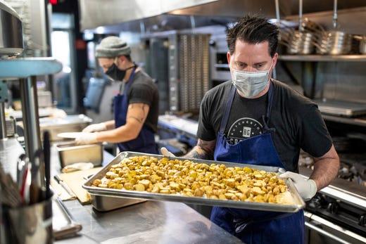 Coronavirus In Kentucky Louisville S Greg Fischer Talks Restaurants
