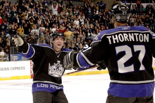 Marty Murray celebrates a goal with Scott Thornton with the L.A. Kings in 2006.