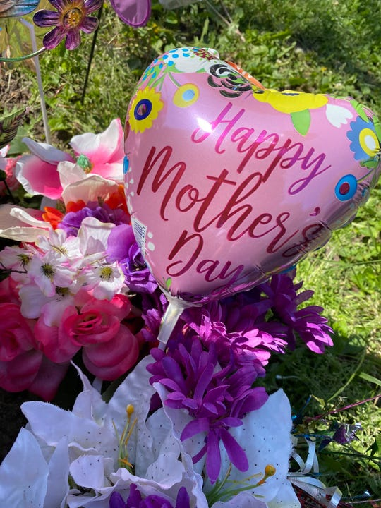 Mother's Day balloons were placed at Kaydee Bobbitt's memorial at 33rd Street and Kingman Boulevard on May 8, 2020. Bobbitt was a mother of four children.