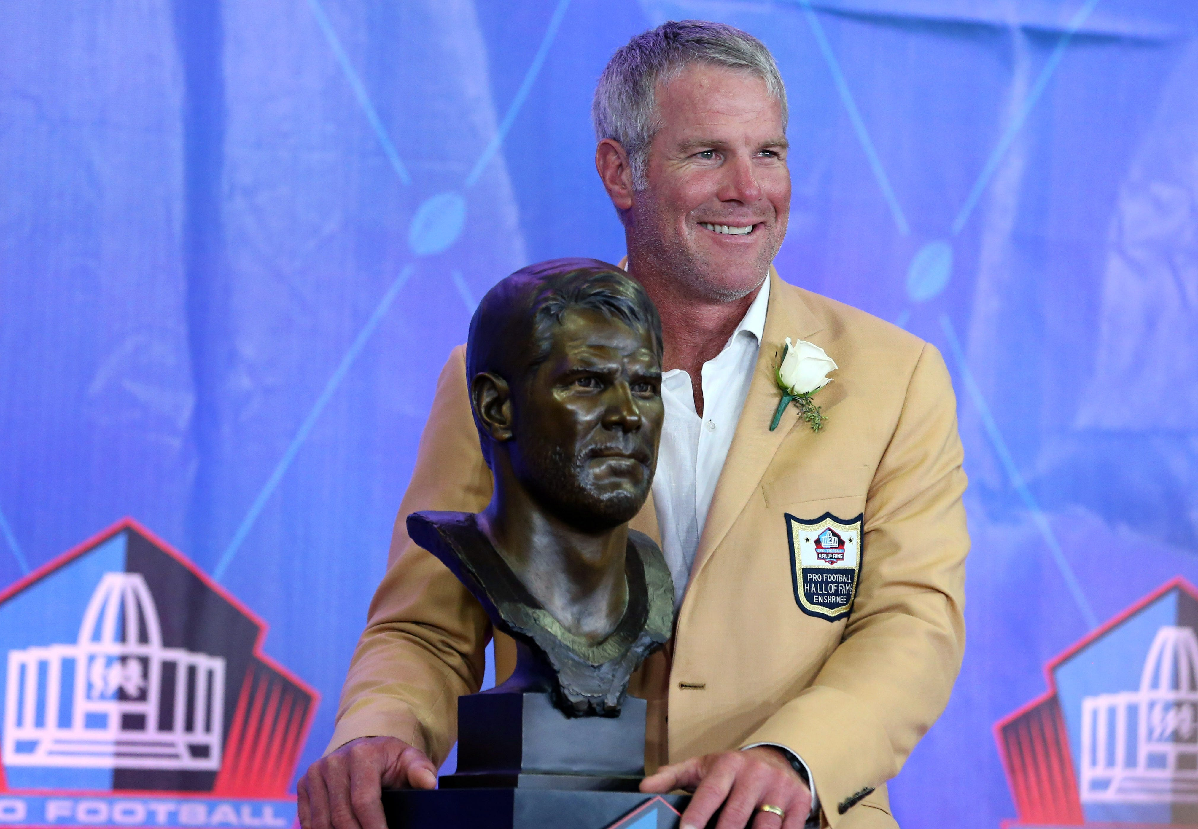 Brett Favre says there's 'no right answer' to kneeling during the national anthem