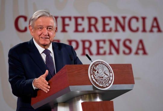 Fotografía cedida este lunes por la Presidencia de México que muestra al mandatario mexicano, Andrés Manuel López Obrador, mientras habla durante una rueda de prensa en Palacio Nacional, en Ciudad de México.