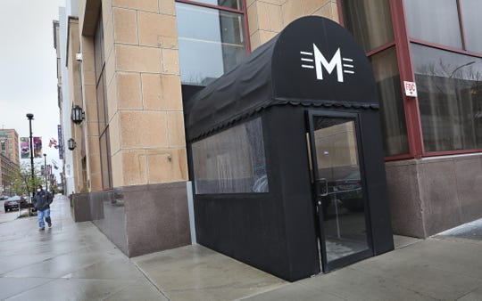 Morton's The Steakhouse has closed at the Hyatt Regency Rochester. On Monday, marquee signage was stripped from the building.
