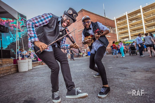 B2wins, a ukulele-violin duo from Brazil, will perform Sept. 12, 2020, at The Grand Oshkosh.