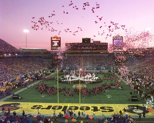 Associated Press Balloons are released over Sun Devil Stadium during the halftime festivities at Super Bowl XXX on Jan. 28, 1996. The Dallas Cowboys defeated the Pittsburgh Steelers 27-17. Balloons are released over Sun Devil Stadium during the halftime festivities at Super Bowl XXX on Jan. 28, 1996. The Dallas Cowboys defeated the Pittsburgh Steelers 27-17.