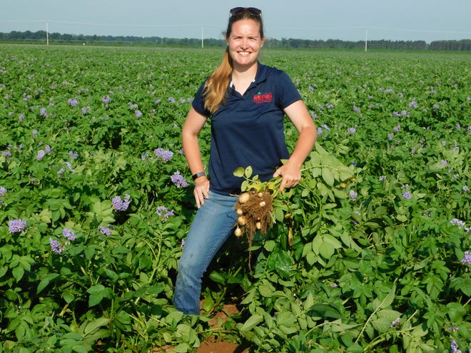 The head research agronomist at Heartland Farms, Inc., Lynn Leahy attributes success in her career to hard work, grit and commitment to life goals, as well as the farm managers at Heartland Farms taking a chance on her.