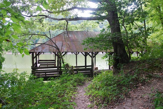 The trail shelter on a lakeshore is at Standing Stone State Park.