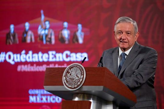 Fotografía cedida por la Presidencia de México que muestra al presidente de México, Andrés Manuel López Obrador, durante su rueda de prensa matutina este miércoles, en el Palacio Nacional de Ciudad de México.