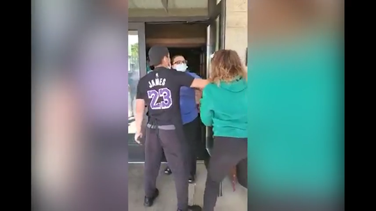 Fight breaks out at Red Lobster on Mother's Day