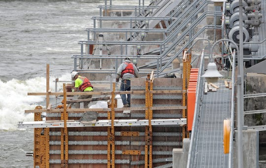 Six of the eight Tainter gates at the Kaukauna dam are being replaced. The work will continue into the fall.