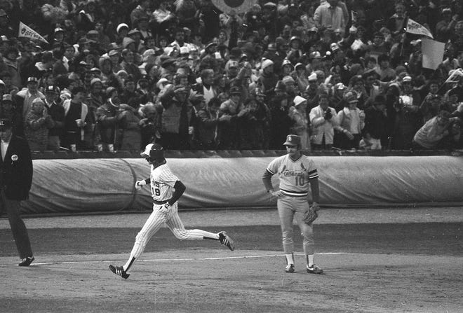 Robin Yount rounds the bases after hitting a home run in the World Series on Oct. 18, 1982, giving the Brewers an insurance run and a 4-2 lead in the seventh inning.