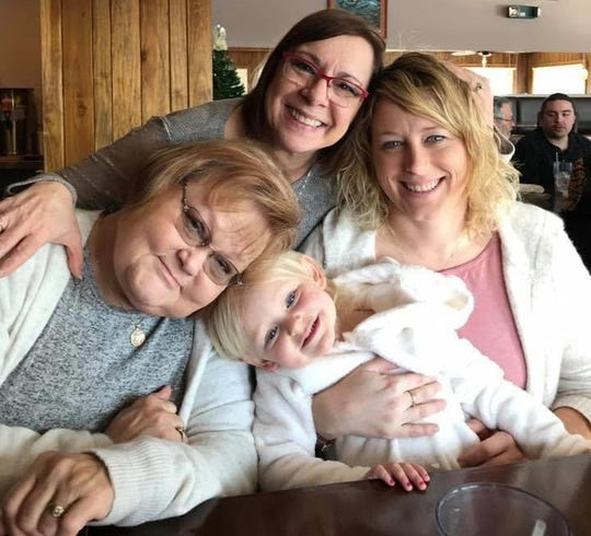 Marsha Bantle (left), Carol Isaacs (top center), Traci Williams (right) and Paisleigh Williams (bottom center).