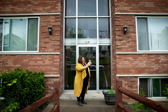 Megan Moore, a realtor with Re/Max, starts a virtual tour at an apartment in Arlington Heights on Saturday, May 16.