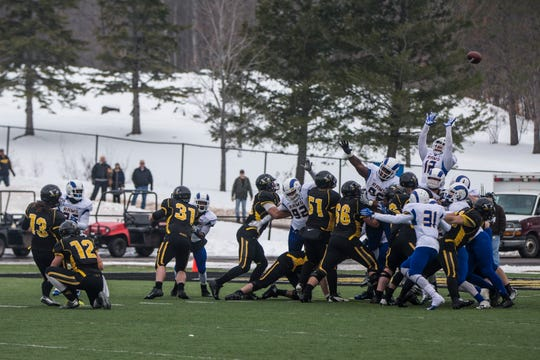 Michigan Tech's Garrett Mead misses a 26-yard field goal with three seconds remaining, allowing Angelo State to escape with a 42-41 win in the first round of the NCAA Division II playoffs on Nov. 22, 2014.