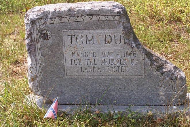 Tom Dula tombstone