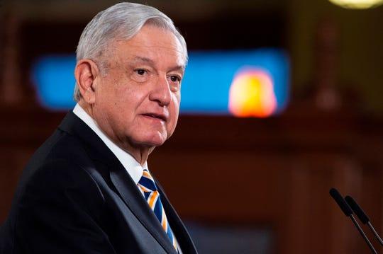 Fotografía cedida este martes, por la presidencia de México del mandatario mexicano, Andrés Manuel López Obrador, durante una rueda de prensa matutina en Palacio nacional de Ciudad de México.