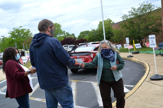 Waynesboro Mayor Terry Short hands out materials at Kate Collins Middle School on May 19, 2020.