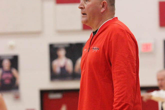 Tom Howell accumulated a 185-127 record at New London in 14 seasons as head coach.