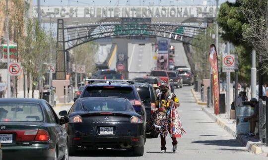 The lines at the Paso del Norte International Bridge are increasing as vendors peddle homemade coronavirus masks.