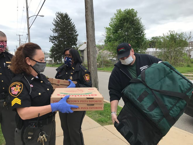 Sgt. Kristin Gillis of the Richland County Sheriff's Office Jail, at left, thanked Danny Haubiel of Gionino's Pizzaria for the donation of pizzas to the staff Thursday. Gionino's donated a total of 80 pizzas to the sheriff's office on all three shifts for their work during the coronavirus pandemic. Lou Whitmire/News Journal