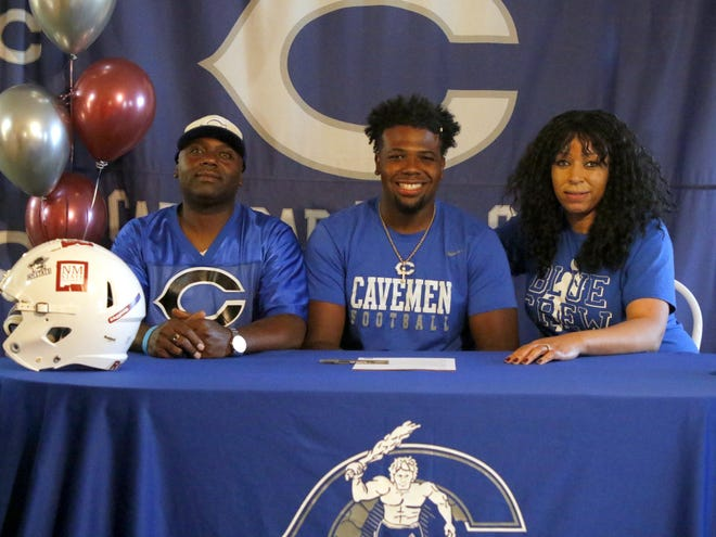 Carlsbad's Shamar Smith commitments to play collegiate football for New Mexico State on May 20, 2020.