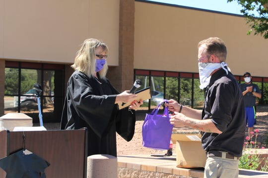 "District Court judge Daylene Marsh hands over to Adult Drug Court graduate Jared Jackson at the Aztec District Court building on May 21. Jackson was one of six graduates to be honored during the ceremony. ""Width ="" 540 ""data-mycapture-src ="" https://www.gannett-cdn.com/presto/2020/05/23/PNM7/69505c44 -17aa-4824-a760-cfd8e247b5a6-FMN_Court_0524_01.JPG ""data -mycapture-sm-src = ""https://www.gannett-cdn.com/presto/2020/05/23/PNM7/69505c44-17aa-4824- a760-cfd8e247b5a6-FMN_Court_0524_01.JPG"" /> <span class="