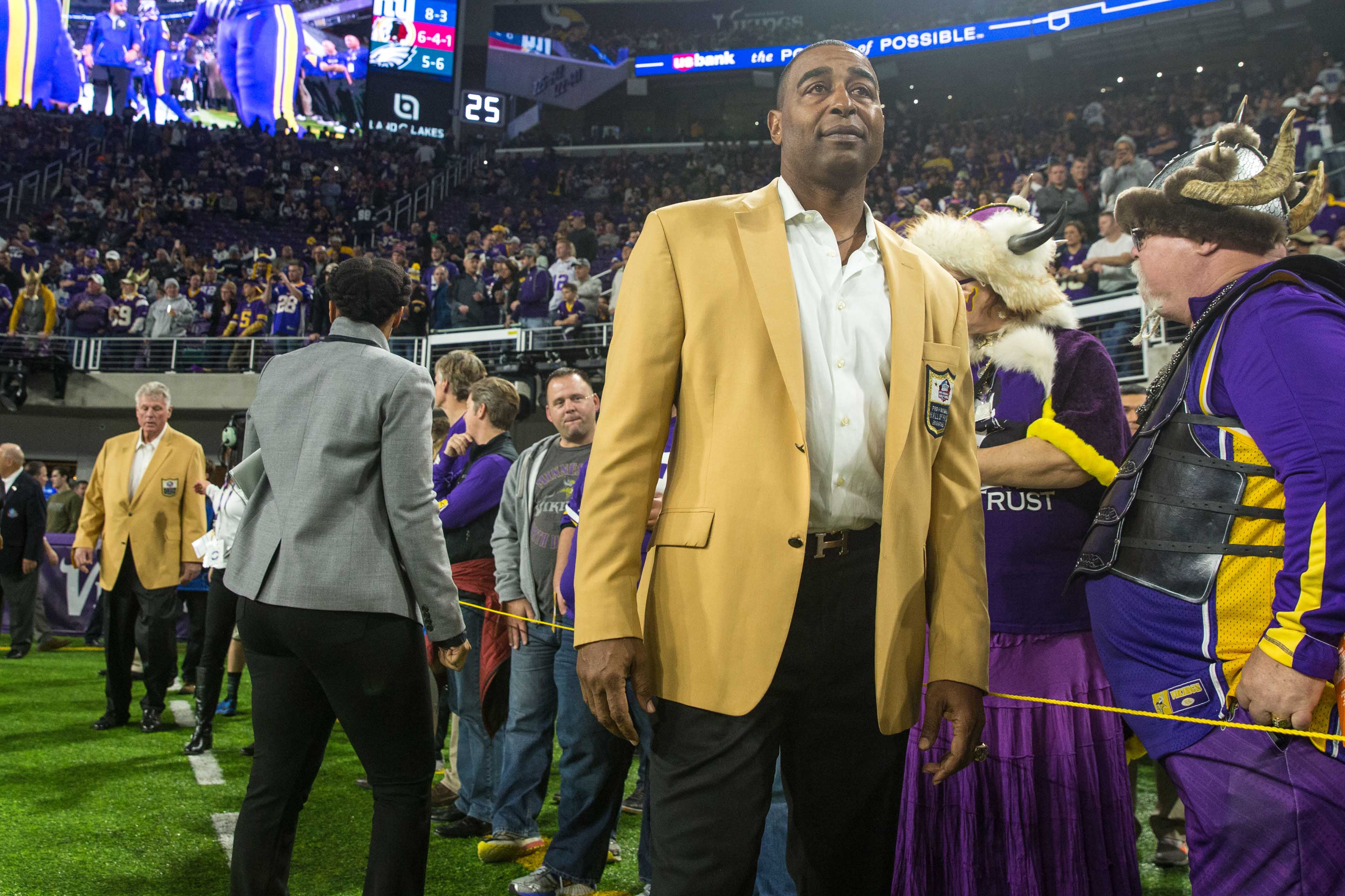 Cris Carter remembers going hungry, so he's leading NFL Hall of Famers in feeding those affected by coronavirus
