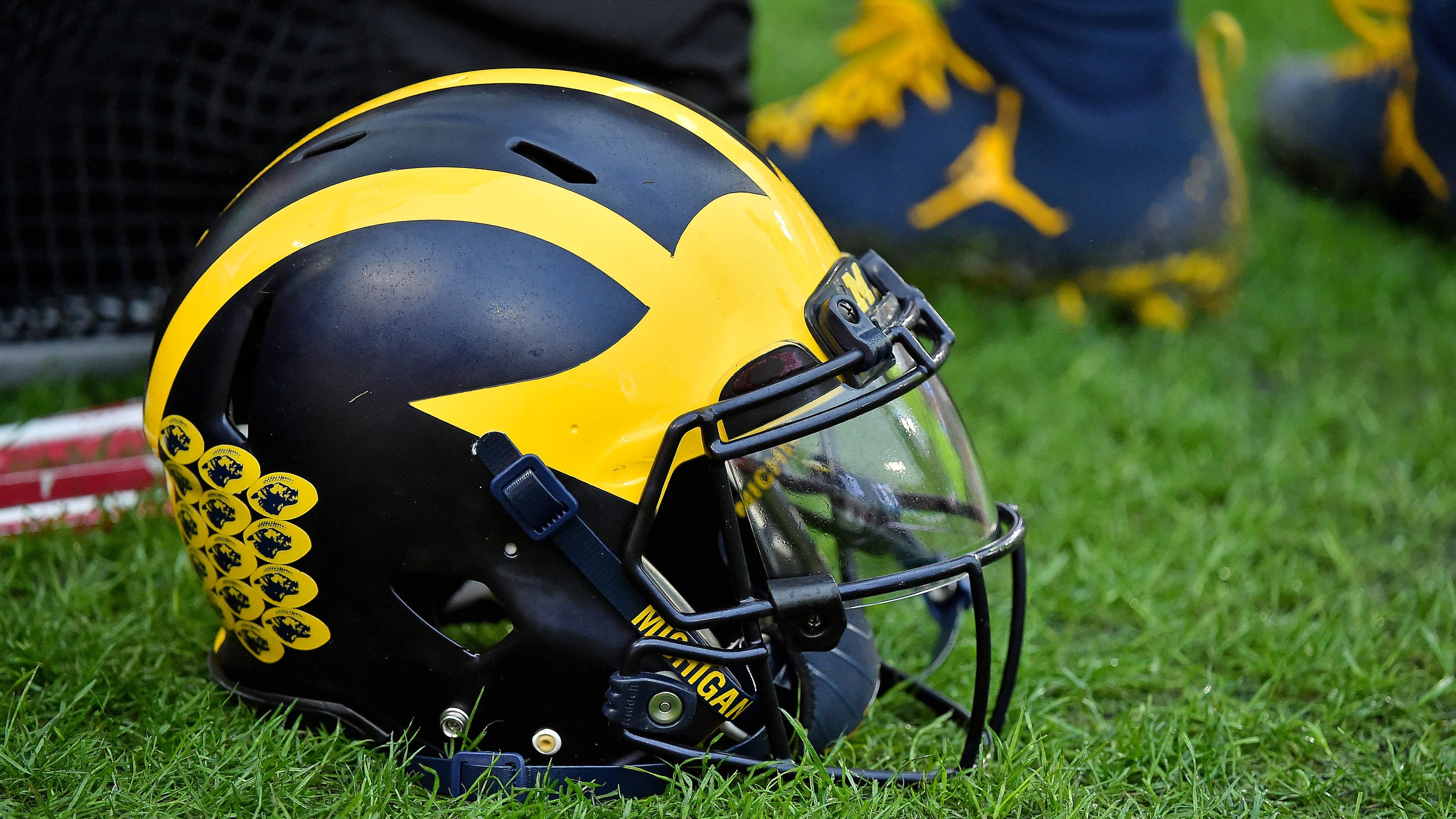 University of Michigan president: No college football in fall if students aren't...