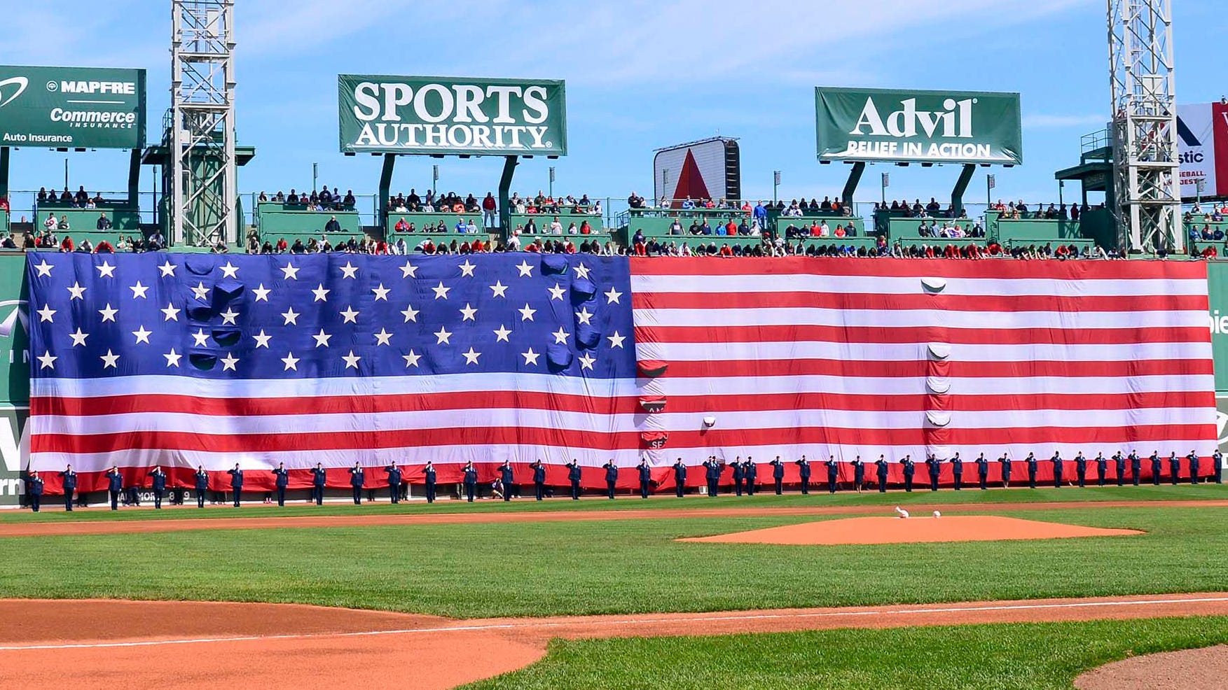 Boston Red Sox honor veterans with Memorial Day tribute in an empty Fenway Park thumbnail
