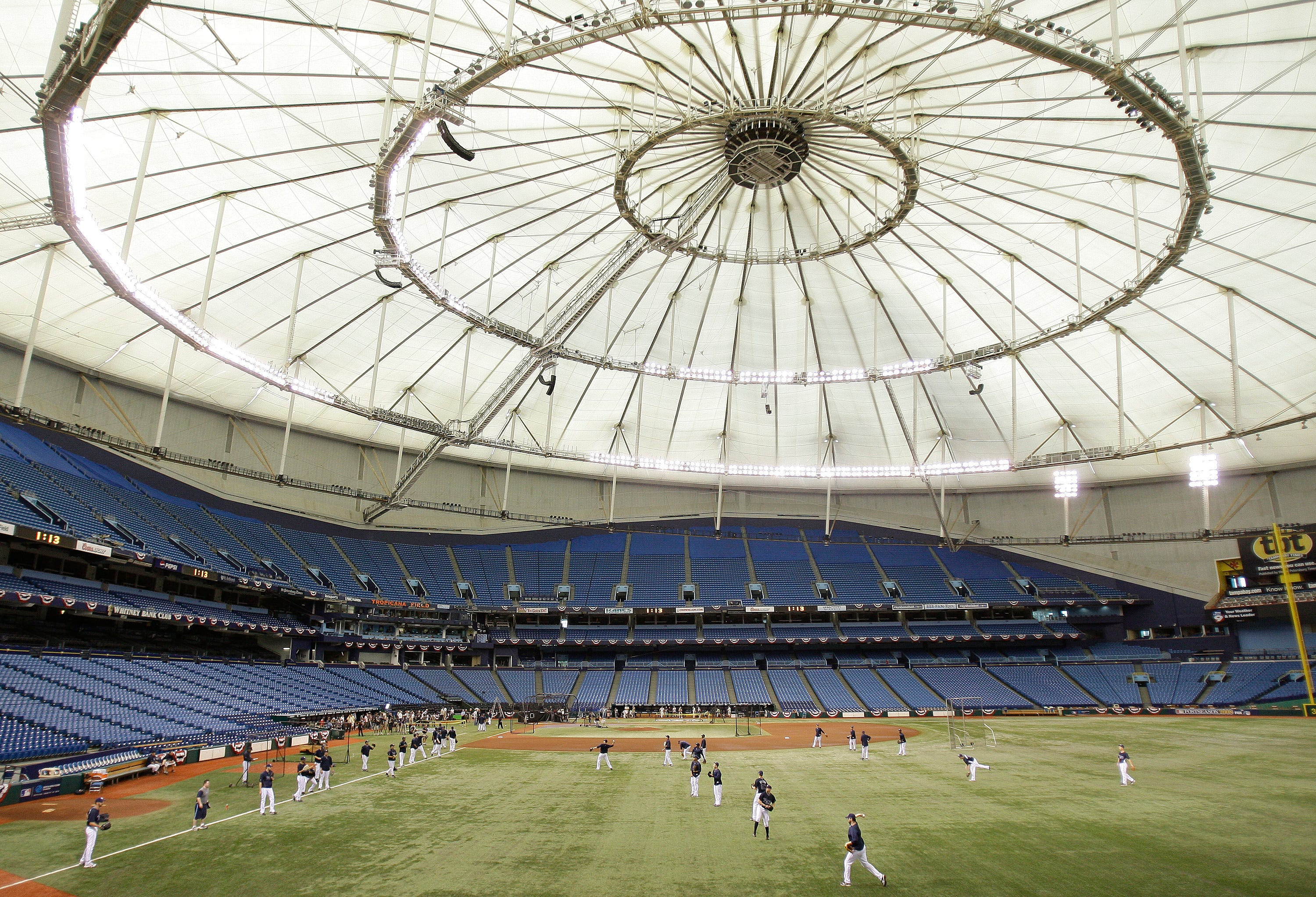 Tampa Bay Rays welcome more than a dozen players, manager to first workout at home field