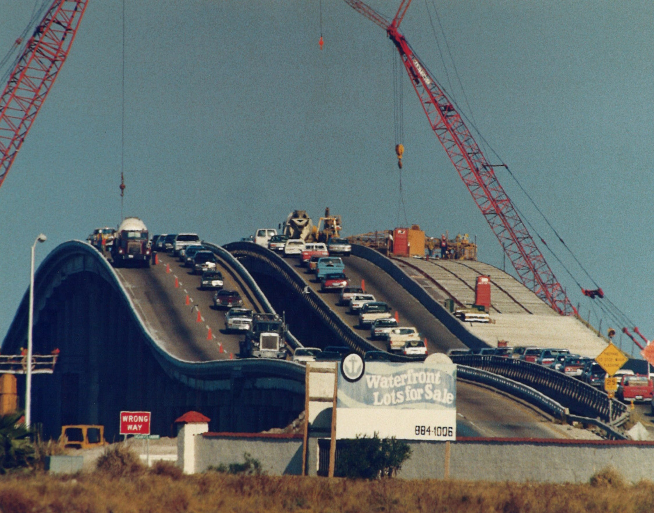 Construction on new lanes of the Nueces Bay Causeway continuted on Dec. 12, 1988.