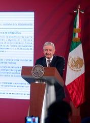 Fotografía cedida este miércoles por la presidencia de México, del mandatario mexicano Andrés Manuel López Obrador, durante una rueda de prensa matutina en Palacio nacional de Ciudad de México.