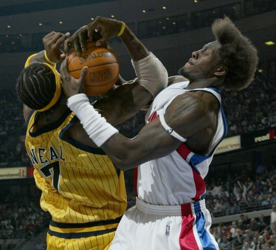 Ben Wallace ties up Jermaine O'Neal in the third quarter.