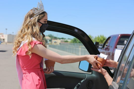 Teen Miss New Mexico Earth Devin Wilson hands out a mini planter set at Picacho Middle School Thursday May 28, 2020, during school lunch distribution.